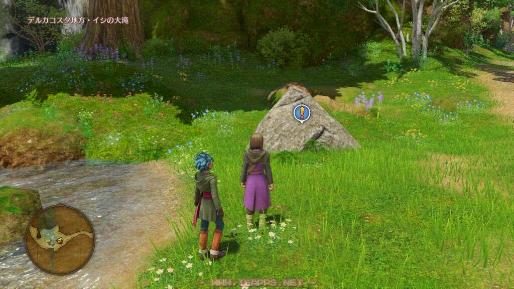 道の近くに三角岩を発見